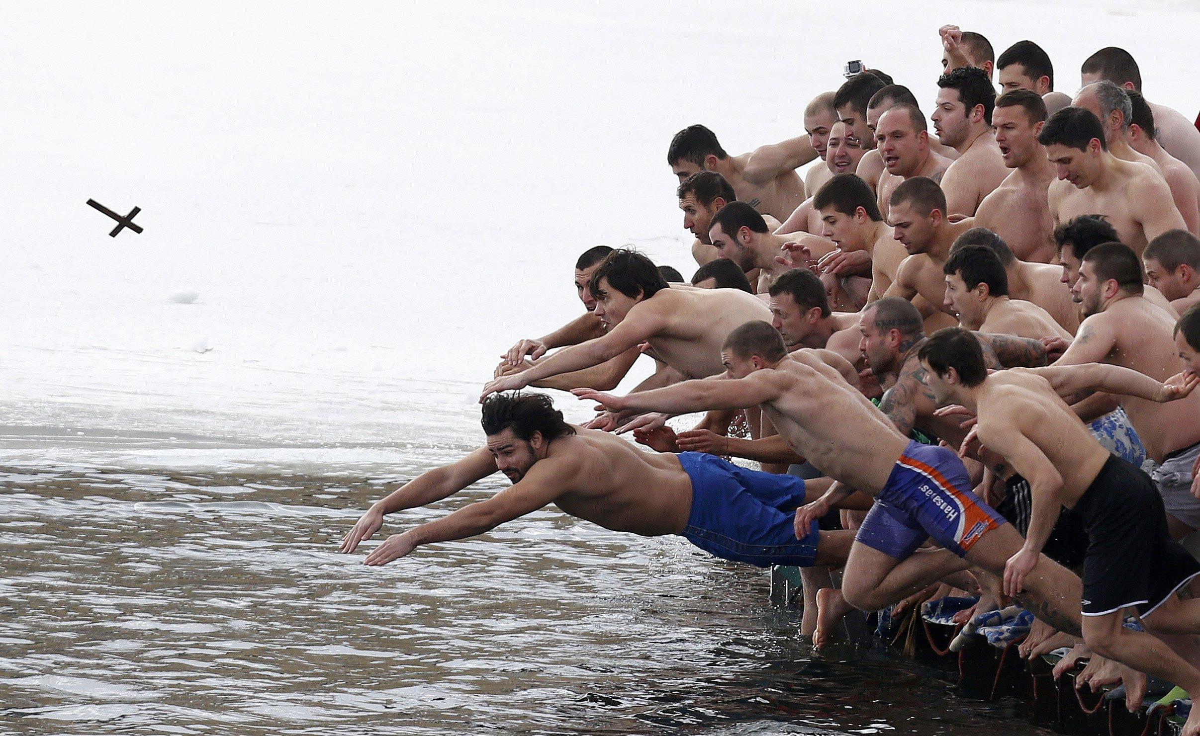 Crossdive Stoyan Nenov Reuters